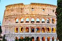 Colosseum, или Колизей Загоренный огромный римский амфитеатр рано утром, Рим, Италия стоковые изображения rf