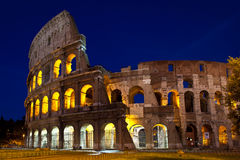 Colosseum на ноче, Риме, Италии Стоковые Изображения