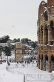 Colosseum bajo nieve Foto de archivo libre de regalías