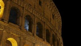 Colosseum bij nacht, Rome, Italië, timelapse, gezoem uit, 4k stock videobeelden