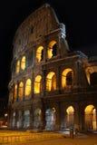 Colosseum bij nacht in Rome, Italië Royalty-vrije Stock Foto's