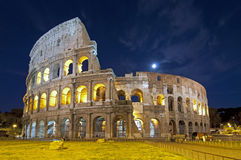 Colosseum bij schemer in Rome Stock Fotografie