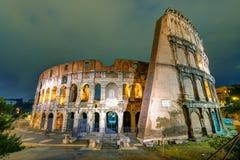 Colosseum (coliseu) na noite em Roma Imagem de Stock Royalty Free
