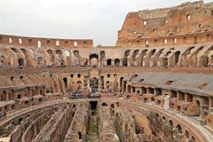 Colosseum, coliseu ou Coloseo, o símbolo nunca construído o maior de Flavian Amphitheatre da cidade antiga de Roma em Roman Empir fotografia de stock royalty free
