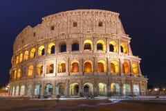 Colosseum of Coliseum bij nacht, Rome, Italië stock foto's