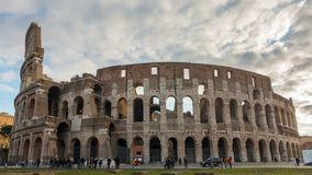 Colosseum of Coliseum timelapse, Flavian Amphitheatre in Rome, Italië stock video