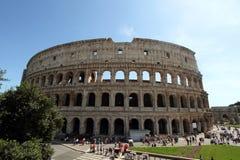Colosseum con i turisti Fotografia Stock Libera da Diritti