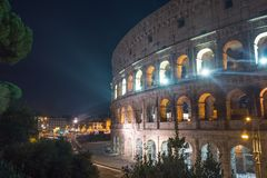 Colosseum de Roma no anoitecer, Itália fotos de stock royalty free