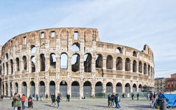 Colosseum di Roma con i turisti Immagini Stock Libere da Diritti
