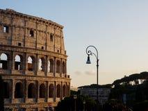 Colosseum e palo della luce a Roma Fotografie Stock