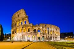 Colosseum in een de zomernacht in Rome, Italië Stock Fotografie