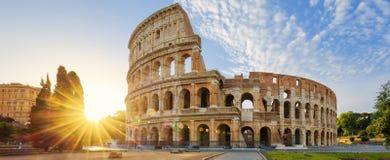 Colosseum em Roma e em sol da manhã, Itália Imagens de Stock