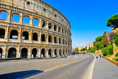 Colosseum em um dia ensolarado em Roma Foto de Stock