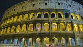 Colosseum en la noche almacen de metraje de vídeo