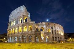 Colosseum en la oscuridad en Roma Fotografía de archivo