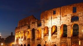 Colosseum en la puesta del sol. Roma, Italia. Lapso de tiempo metrajes
