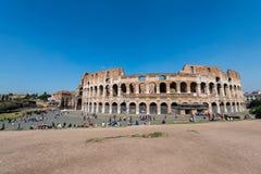 Colosseum famoso su luminoso Fotografia Stock Libera da Diritti