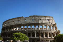Colosseum i niebieskie niebo zdjęcia stock