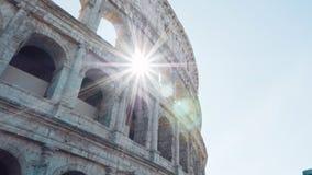 Colosseum i Rome och morgonsolen, Italien arkivfilmer