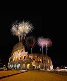 Colosseum iluminó con los fuegos artificiales en Roma Fotografía de archivo libre de regalías