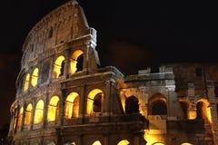 Colosseum la nuit à Rome, Italie Photographie stock