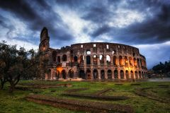 Colosseum la nuit photo stock