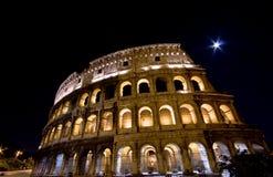 Colosseum la nuit Images libres de droits