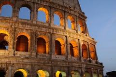 Colosseum na noite imagem de stock