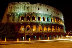 Colosseum nachts Stockfotos