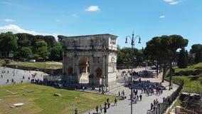 Colosseum och piazzadi Santa Francesca Romana arkivfilmer