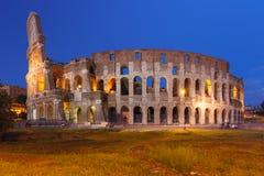 Colosseum ou coliseu na noite, Roma, Itália imagem de stock royalty free