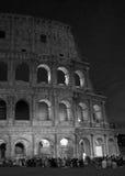 Colosseum på natten Arkivbilder