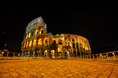 Colosseum på natten Royaltyfria Foton