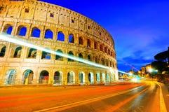 Colosseum på natten i Rome royaltyfri fotografi