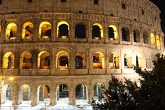 Colosseum på nattetid royaltyfri bild