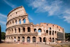 Colosseum på solig dag i Rome, Italien Fotografering för Bildbyråer
