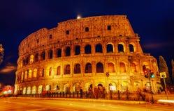 Colosseum på natten Arkivfoto