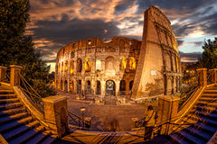 Colosseum pendant le temps de soirée, Rome, Italie Photos stock
