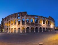 Colosseum por noche Imágenes de archivo libres de regalías