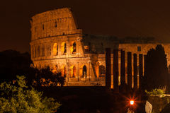 Colosseum por noche Fotos de archivo