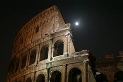 Colosseum por noche con la luna Fotos de archivo