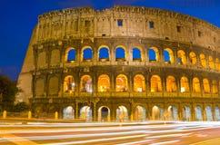 Colosseum przy Półmrokiem, Rzym Włochy Zdjęcie Stock