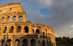 Colosseum in Rom bis zum Tag mit Regenbogen Stockbild