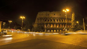 Colosseum in Rome bij nacht stock videobeelden