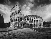 Colosseum in Rome bij schemer stock foto