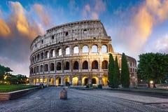 Colosseum in Rome bij schemer, Italië stock afbeelding
