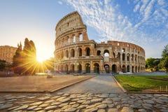 Colosseum in Rome en ochtendzon, Italië stock afbeeldingen