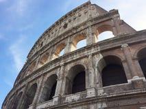 colosseum rome iew av delen av väggen underifrån arkivfoto