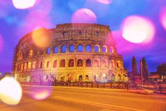 Colosseum, Rome, Italie au temps crépusculaire photographie stock libre de droits