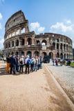 colosseum sławny Italy najwięcej miejsca Rome widok Turysta grupa tłumów ludzie fotografia stock